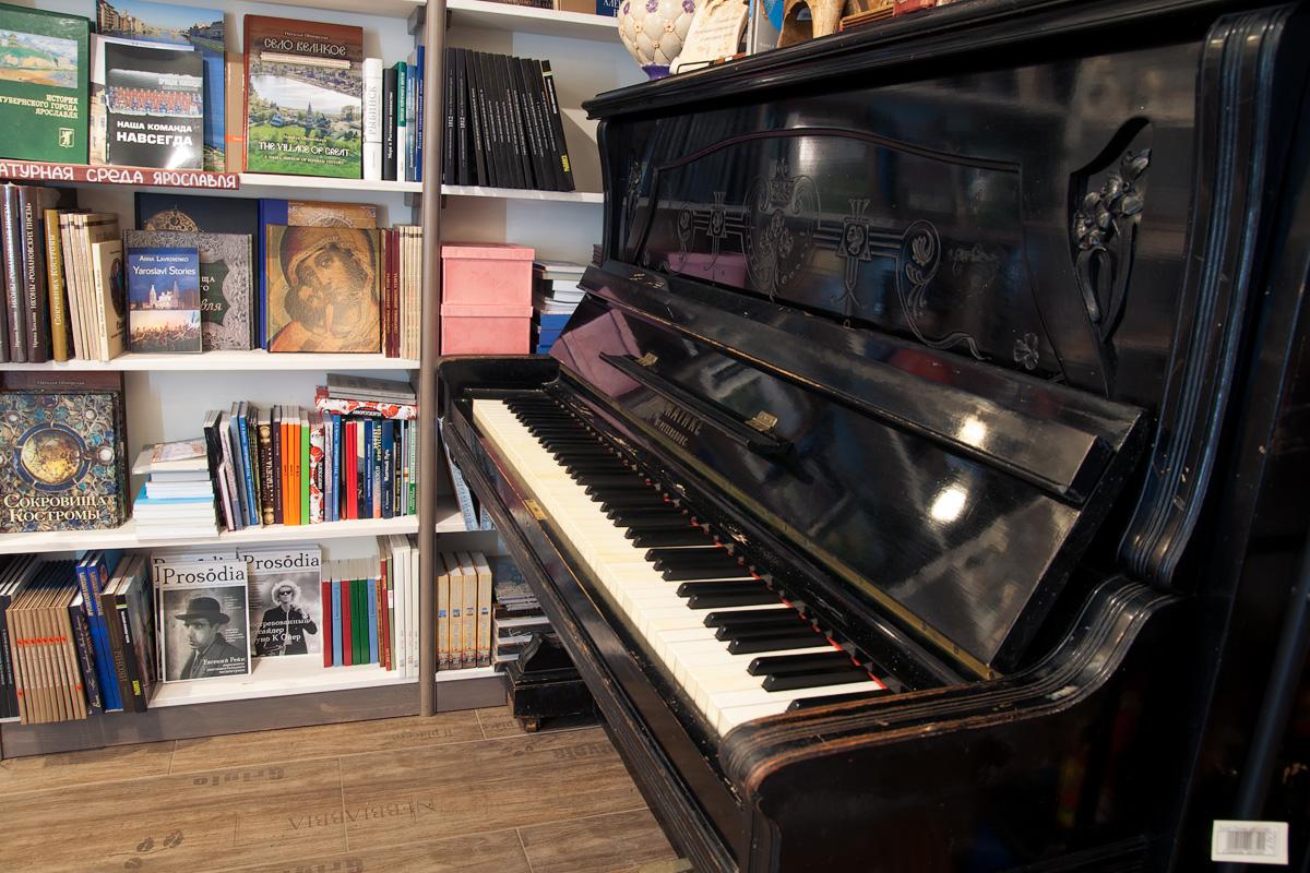 Старинное пианино Ratke